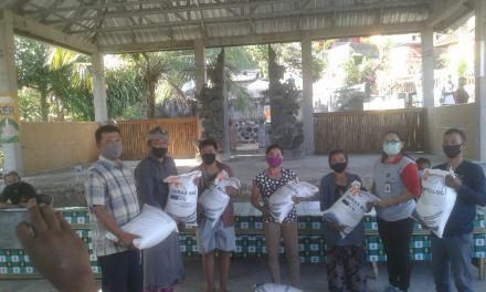Pembagian beras untuk Peserta PKH